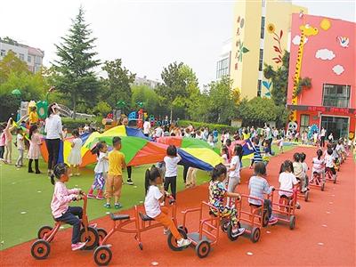 市湖光幼儿园开启户外自主区域游戏