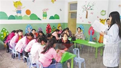 到矿后幼儿园进行手足口病健康教育宣传.