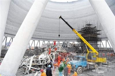 江西一电厂在建冷却塔施工平台倒塌--平顶山新闻网